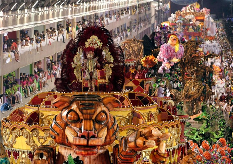 Rio karnavalı geçiş töreni